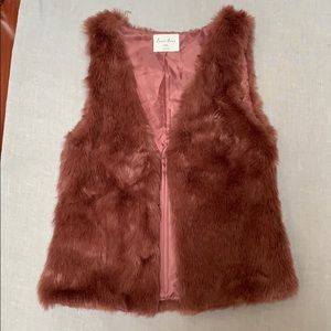 Love Tree Woman's Faux Fur Vest